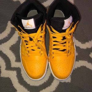 Yellow Jordan 8 1/2 men 10 women